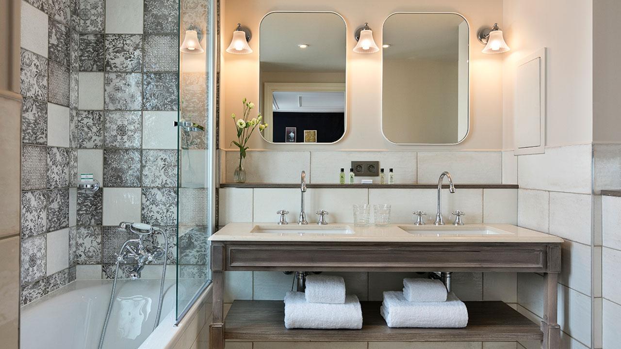 HOTEL ROYAL MADELEINE - Salle de bain double vasque